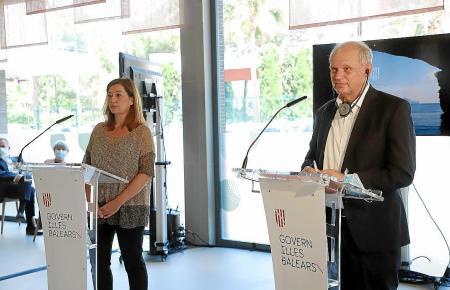 """Tui-Finanzvorstand Sebastian Ebel, hier mit Balearen-Ministerpräsidentin Francina Armengol, war einer derjenigen, die im vergangenen Jahr Mallorca zum """"Pilotprojekt"""" machten, damit nach dem Lockdown im Juni wieder Urlauber auf die Insel kommen konnten"""