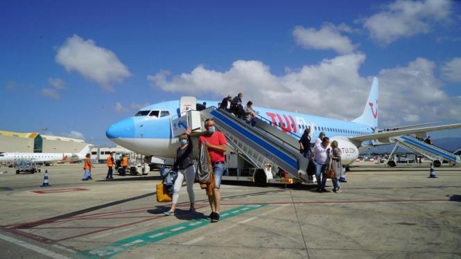 Deutsche Tui-Gäste im Juni 2020 auf dem Flughafen von Mallorca.
