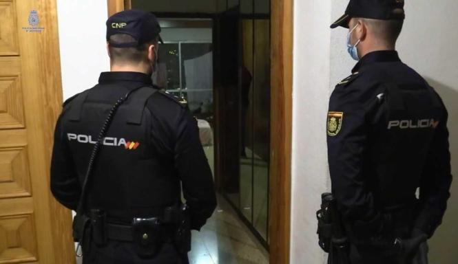 Nationalpolizisten im Einsatz auf der Insel.