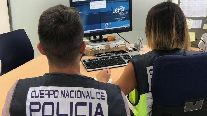 Computerexperten der spanischen Nationalpolizei im Einsatz.