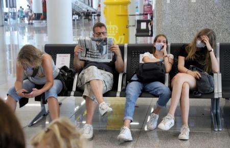Deutsche Touristen in einem der vergangenen Jahre auf dem Flughafen Mallorca.