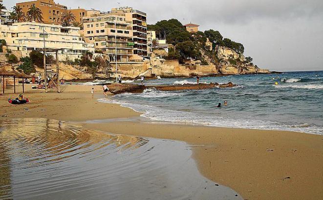 Blick auf den Strand von Cala Major.