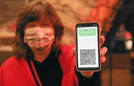 Ist man in Israel geimpft, kann man dies auf dem Handy zeigen.
