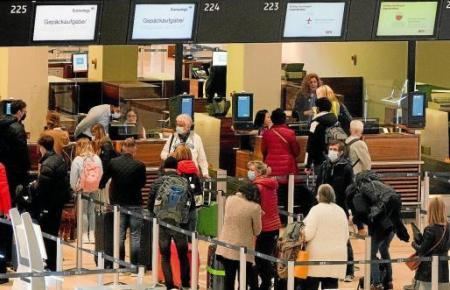 Die Flughäfen Berlin Brandenburg und Schönefeld waren am Freitag aufgrund der vielen Flüge nach Mallorca stark frequentiert.