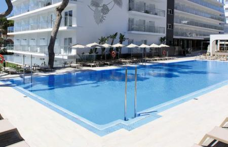 Der Pool des Hotels Riu Concordia.