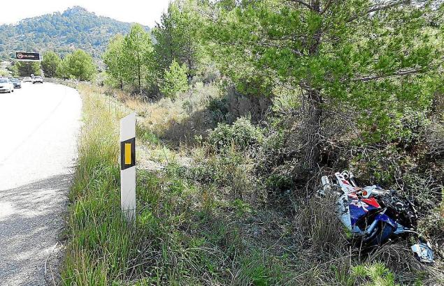 Vom Fahrer fehlt nach dem Unfall jede Spur.
