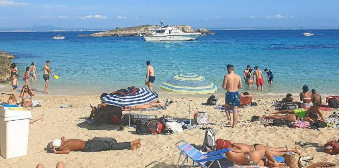 An der Cala Comtessa herrschte am Oster-Wochenende Aufregung, weil sich gleich zwei Boote dem Ufer genähert hatten.