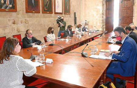 Sondersitzung mit Ministerpräsidntin Francina Armengol am Mittwochabend.