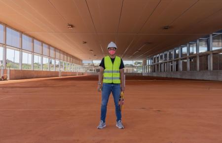 Rafael Nadal nicht nur als Tennisspieler, sondern auch als Bauarbeiter.