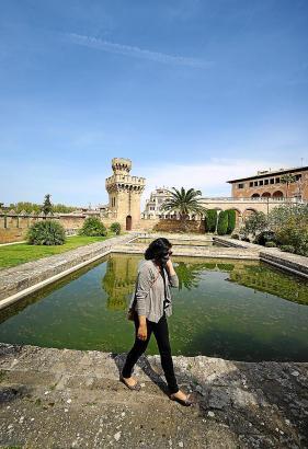 Eine grausige Vergangenheit hat die Torre dels Caps im Hintergrund. Bis zu dem Turm können Besucher normalerweise nicht vordringen.