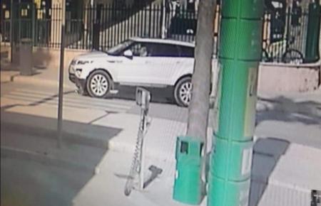 Dieses Auto und dessen Fahrerin werden gesucht.