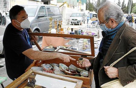 Der Flohmarkt in Consell ist nach monatelanger Pause zurück. Rund 80 Händler verkauften ihre Waren am Sonntag.