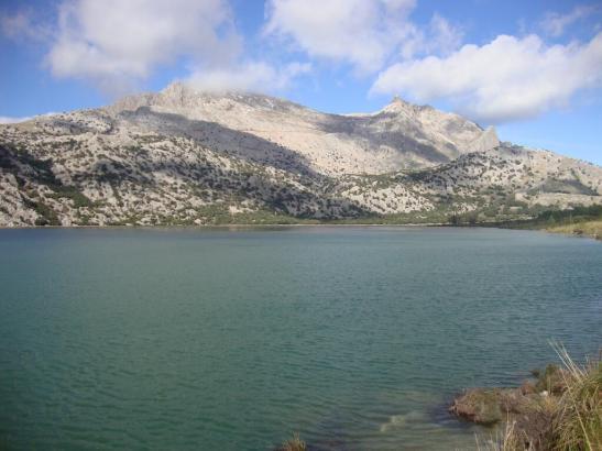 Der Stausee Gorg Blau befindet sich im Tramuntana-Gebirge.