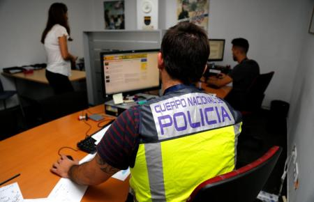 Nationalpolizisten auf Mallorca bei Ermittlungsarbeiten.