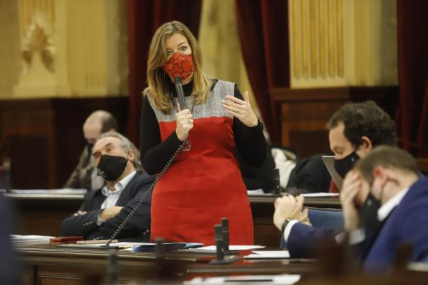 Ministerin Patricia Gómez im Parlament.