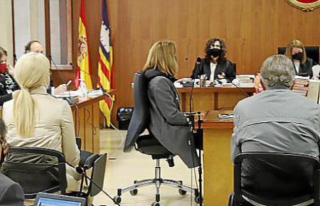 Die Angeklagten im Gerichtssaal in Palma.