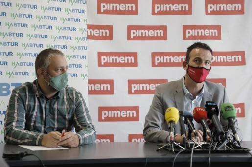 Antonio Barceló (l.) und Jordi Mora vom Einzelhandelsverband Pimem vor der Presse.