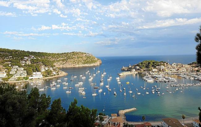 Port de Sóller liegt im Nordwesten der Insel und hat sich seinen ganz eigenen Charme bewahrt.