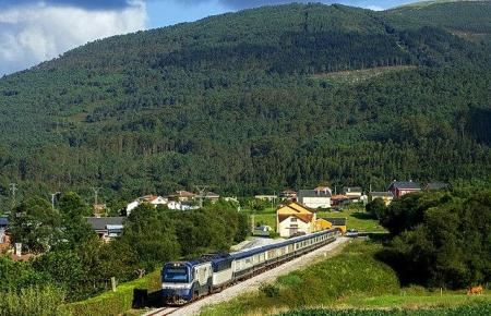 Mit dem Zug quer durch Spanien. (Foto: Wikimedia Commons/ Nelso Silva)