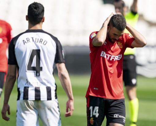 In dieser Szene aus der Partie in Castellón kann man Real-Mallorca-Kicker Dani Rodríguez deutlich ansehen, dass er mit dem Spiel gerade nicht so zufrieden ist.