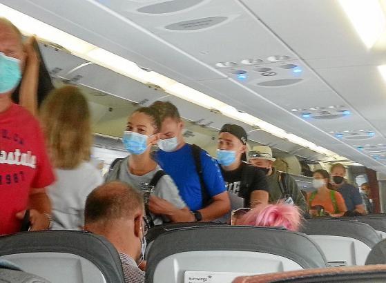 Gäste in einem Eurowings-Jet zwischen Deutschland und Mallorca.