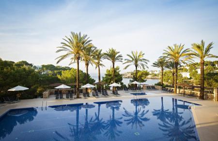 Hotels auf Mallorca – hier ein Foto des Robinson Clubs an der Cala Serena – fordern geimpftes Personal.
