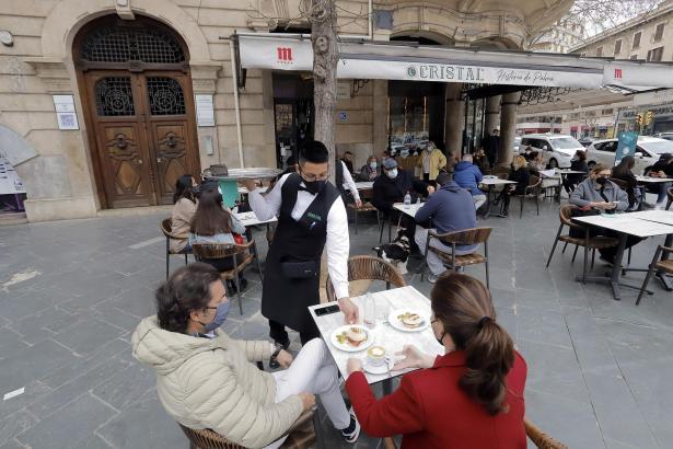 Die Bar Cristal an Palmas Plaça de España hat – wie viele andere Restaurants und Bars auf den Balearen – seit Anfang März wieder geöffnet.