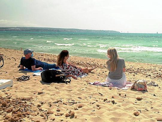 Alle nach Malle? Mit Maske am Strand – so geht Mallorca-Urlaub.