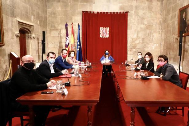 Sitzung mit Ministerpräsidentin Francina Armengol im Regierungssitz Consolat de Mar in Palma.