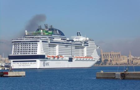 Kreuzfahrtschiff im Hafen von Palma in der Vorcoronazeit.