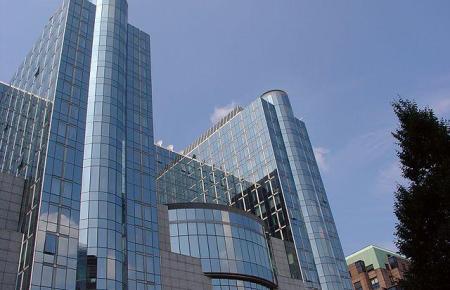 Das EU-Parlament in Brüssel stimmt am Mittwoch über den Impfreisepass ab.