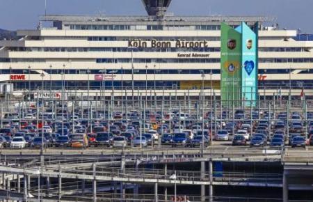 So markant steht der Flughafen Köln-Bonn in der Landschaft.