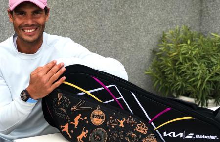 Rafael Nadal mit dem exklusiven Objekt.