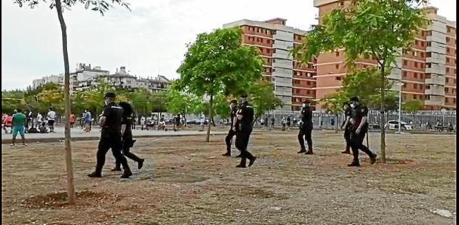 Polizisten im Krekovic-Park.
