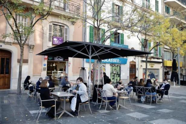 Die Restaurant-Terrassen sind derzeit gut besucht.