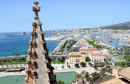Auf den Terrassen erlebt man nicht nur die Kathedrale, sondern ganz Palma aus einer völlig anderen Perspektive.