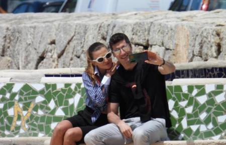 Robert Lewandowski und Gattin Anna Lewandowska halten den gemeinsamen Moment in Port d'Andratx auf Mallorca per Selfie fest.