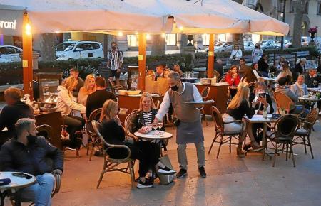 In der Woche abends dürfen Restaurantterrassen öffnen.