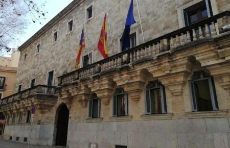 """Die Fassade des """"Tribunal Superior de Justicia de Baleares""""."""