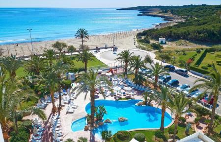 Der Pool des Hotels Hipotels Dunas in Cala Millor.