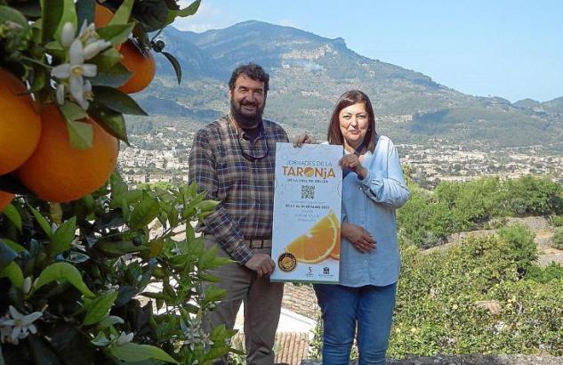 Die Organisatoren der Fira heißen Gäste im Orangen-Tal von Sóller auf Mallorca willkommen.