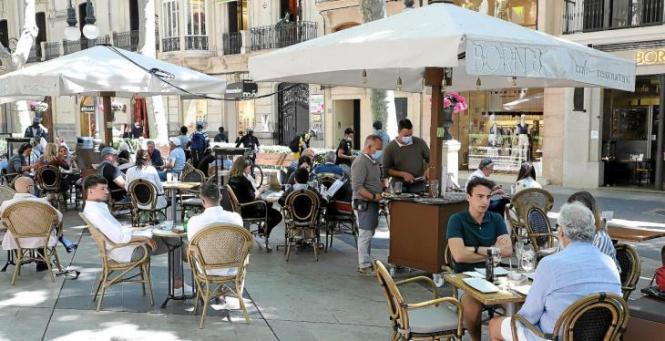 Die Gastronomie-Terrassen werden auf Mallorca ab diesem Sonntag täglich bis 22.30 Uhr geöffnet sein.