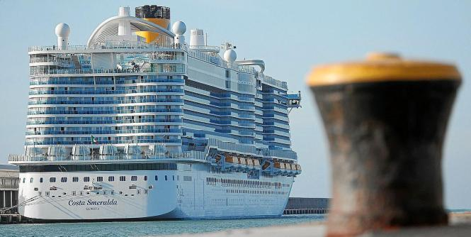 Kreuzfahrtriese im Hafen von Palma in Vor-Coronazeiten.