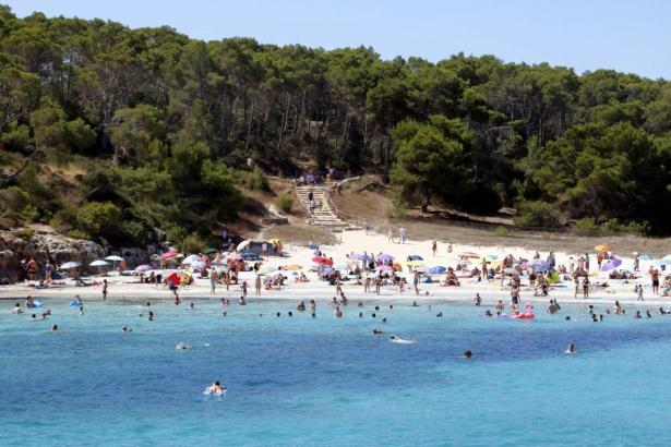 Der Strand von S'amarador ist einer der Strände, der eine blaue Flagge erhält.