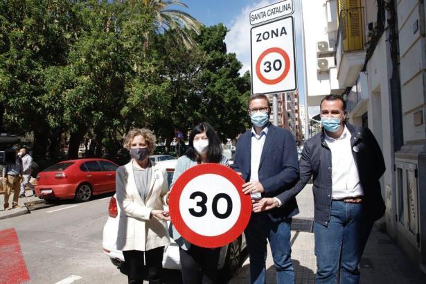 Aina Calvo, Francisca Ramis, Palmas Bürgermeister José Hila und Verkehrsdezernent Francesc Dalmau (v.l.n.r.).