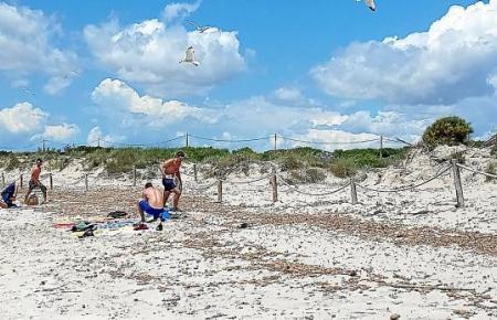 Der Strand von Es Trenc wartet auf Besucher.