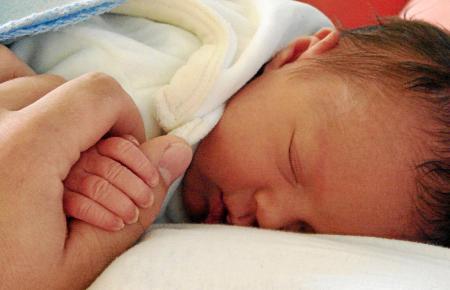 In Spanien ging die Zahl der Geburten nach Angaben des Nationalen Statistikamts INE seit 2008 um ein Drittel zurück