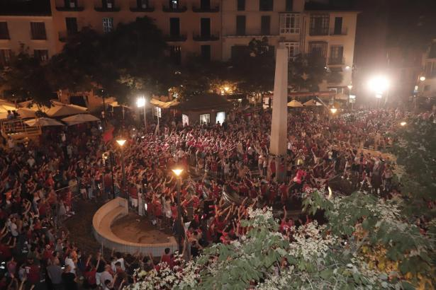 Wenn Real Mallorca aufsteigt, wird das, wie hier zuletzt 2019, an Palmas Schildkrötenbrunnen gefeiert. Solche Szenen darf es am Sonntag auch im Erfolgsfall coronabedingt nicht geben.