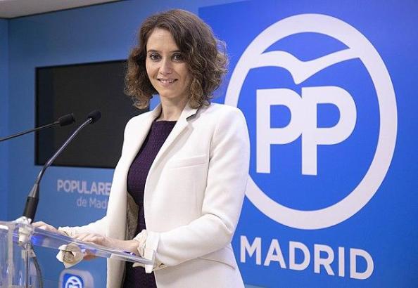 Isbael Díaz Ayuso ist Ministerpräsidentin der Region Madrid und wehrt sich gegen Anschuldigungen.
