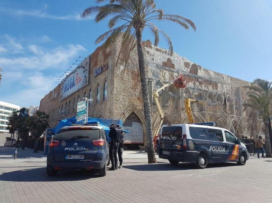 Nationalpolizisten am MegaPark an der Playa de Palma.